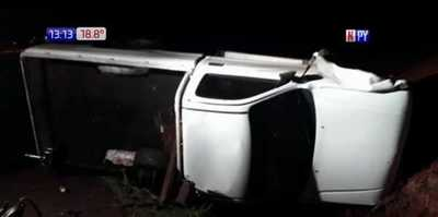 Itapúa : Camión pierde una rueda y provoca vuelco