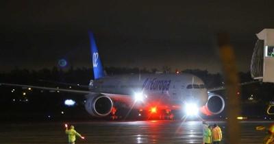 Llegó vuelo humanitario procedente de España con 337 connacionales