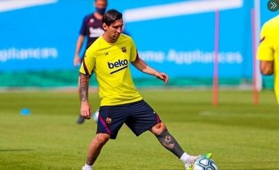 """HOY / Messi, con una """"pequeña contractura"""", sigue sin entrenarse"""
