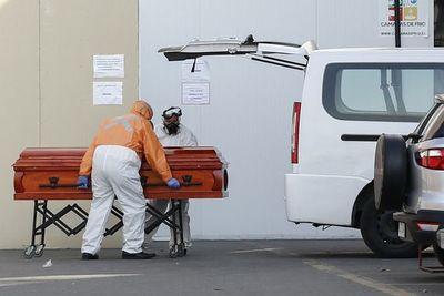 Chile registra 92 fallecidos más por COVID-19 y contagios llegan a 122.499