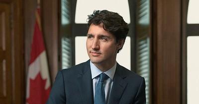 Primer ministro de Canadá se arrodilla en solidaridad con manifestantes en EEUU