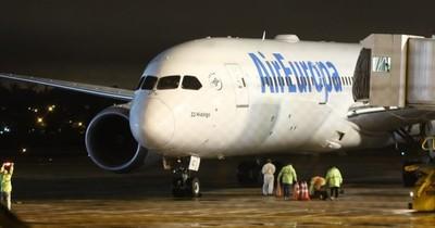 En un vuelo humanitario regresaron 332 connacionales