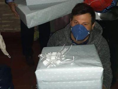 Marito hizo un regalo al niño baleado por policías