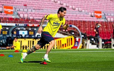 Messi se entrena en el Camp Nou