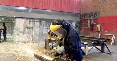 MIC avanza en acuerdo que ayuda reactivación de textil y metalúrgico