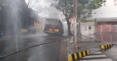 Un colectivo se incendió en pleno microcentro