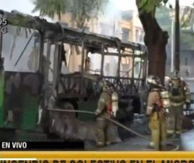 Bus se incendia por completo en Asunción