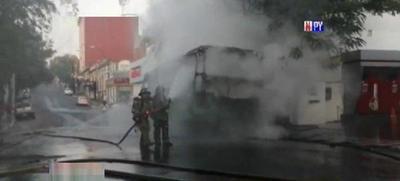 Bus arde en llamas – Prensa 5