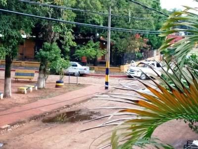 Auto abandonado en Cuarto Barrio • Luque Noticias