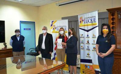 Socios de la Cooperativa Luque reciben certificados de viviendas • Luque Noticias