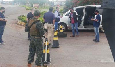 Equipo especial de Migraciones marca presencia en la línea fronteriza entre Pedro Juan Caballero y Ponta Porã (Brasil)