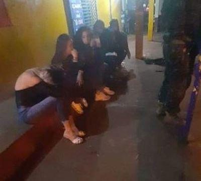 Persecución y detención de siete personas por violar decreto presidencial