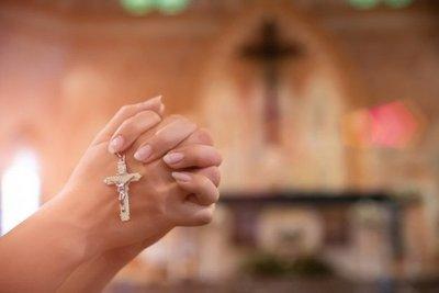 Salud responde a Arzobispado: En el mundo hubo focos de contagios en cultos