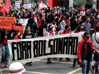 Protestas polarizan Brasil y la pandemia está fuera de control