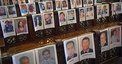 Una misa con fotos de 6.500 muertos