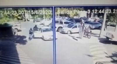 HOY / Asalto a mano armado en el estacionamiento de un local gastronómico del Shopping del Sol