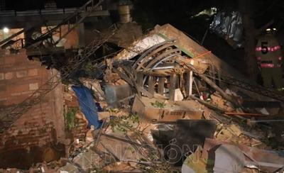 HOY / Explosión y derrumbe en taller mecánico de Villa Elisa: reportan un fallecido y varios heridos