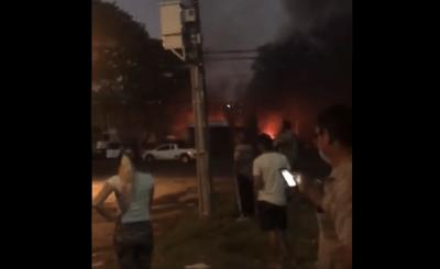 Explosión e incendio en Villa Elisa deja varios heridos y un menor fallecido