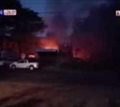 Villa Elisa: Explosión causa incendio de gran proporción