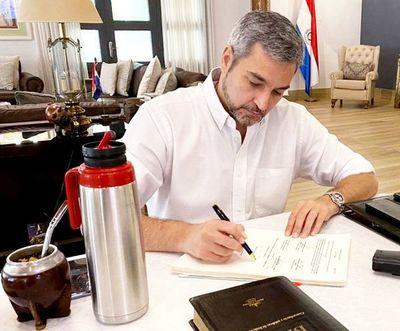 Abdo veta  totalmente proyecto de ley que despenaliza falseamiento de las DD.JJ.