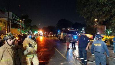 Todo apunta a que negligencia provocó explosión en Villa Elisa: Mecánicos soldaban un camión cisterna cargado