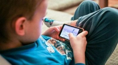 Alertan sobre daños que producen el celular y las tablets en niños