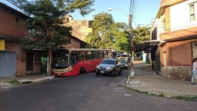 HOY / Lìnea 27 pierde sus ruedas y obstaculiza tránsito en zona Mercado 4
