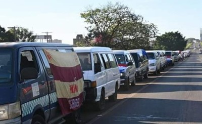Trabajadores del volante se movilizan exigiendo asistencia económica