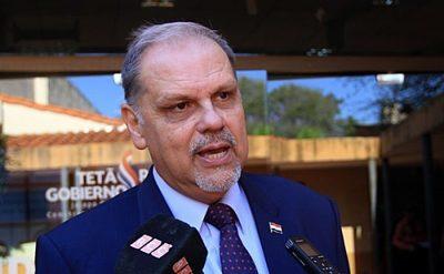 Ministro Roa no cumplirá cuarentena, tras tener contacto con intendente