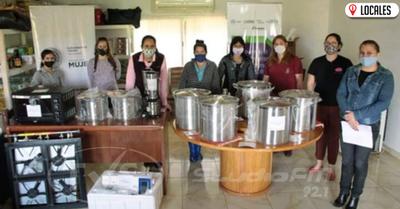 Mujeres de Itapúa reciben donaciones para fortalecer sus emprendimientos