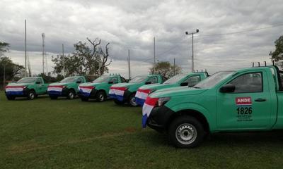 ANDE entregó vehículos para la zona centro – Prensa 5