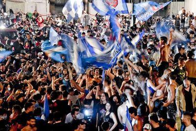 Críticas por las aglomeraciones en Nápoles