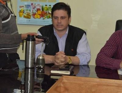 Firman convenio entre sociedad Civil Sommerfeld y Municipalidad de J. E. Estigarribia
