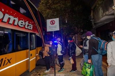 Miles de paraguayos en Argentina azotados por crisis: 1.800 para volver