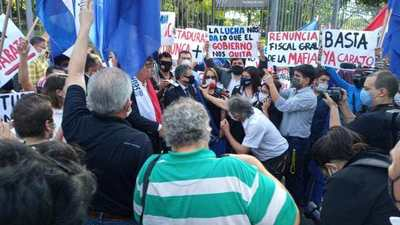 Efraín y sus adherentes violaron la Ley de Emergencia en manifestación frente al Palacio de Justicia