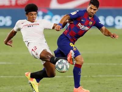 Barcelona empata en Sevilla y el Madrid se ilusiona