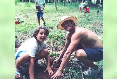 ¡Plantando! Los famosos festejaron el Día del Árbol