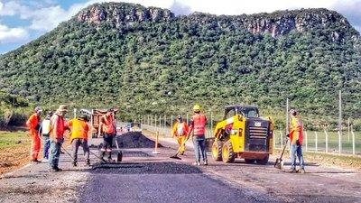 Ruta Paraguarí-Villarrica registra avance del 24% en labores de mejoramiento vial – Prensa 5