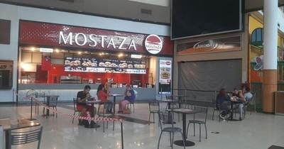 Patios de comida y centros comerciales en general, todavía registran poco movimiento