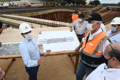 Ministro del MOPC verificó obras del Puente de la Integración y el Multiviaducto