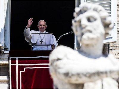 Papa pide protección  del medioambientey a los  refugiados