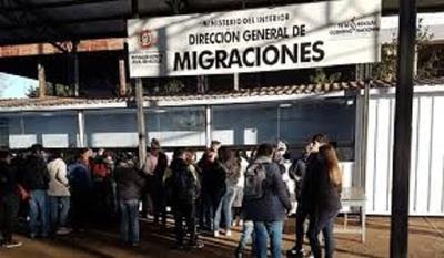 Funcionarios de puestos fronterizos son sometidos a la prueba de COVID19