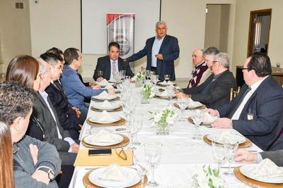 Comerciantes de CDE piden bajar tasa aeroportuaria al presidente de la DINAC