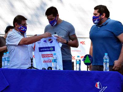 Topo Cáceres es oficialmente nuevo jugador de Nacional