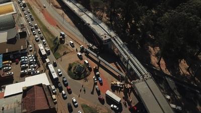 Corredor Vial Botánico: Izaron las dos últimas vigas del viaducto de 460 metros
