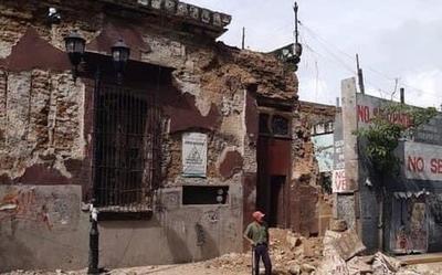 Fuerte sismo en el centro y sur de México deja un muerto