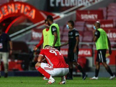 El Benfica cae contra Santa Clara y deja el liderato en bandeja al Porto