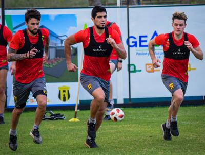 Gustavo Costas sondea rivales para probar el equipo