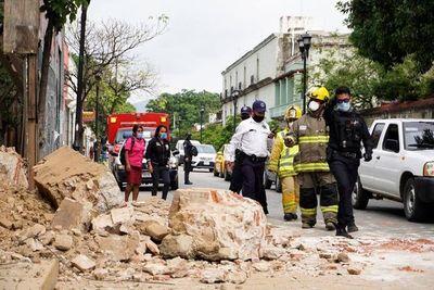 Fuerte sismo en México deja seis muertos y acrecienta ansiedad por la pandemia