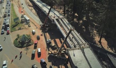 Corredor Vial Botánico: Se izaron las dos últimas vigas del viaducto de 460 metros